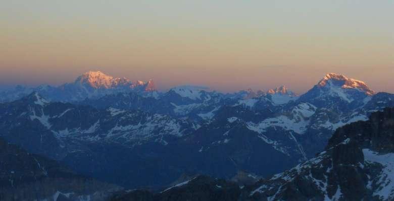 Sguardo sul Monte Bianco, salendo al Castore