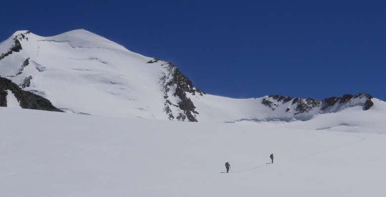"""corso di progressione su ghiacciaio: gruppo Monte Rosa, le """"aule"""""""