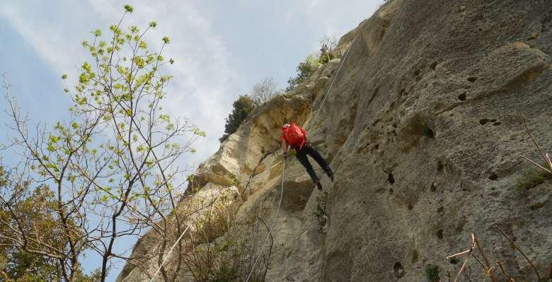 Arrampicare a Finale Ligure: discesa in doppia dalla Rocca di Perti