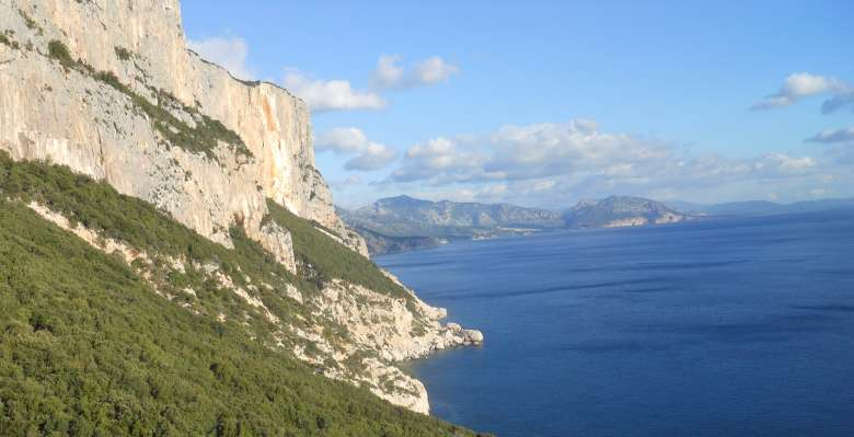 Arrampicare in Sardegna: connubio di roccia, mare e profumi mediterranei!!!