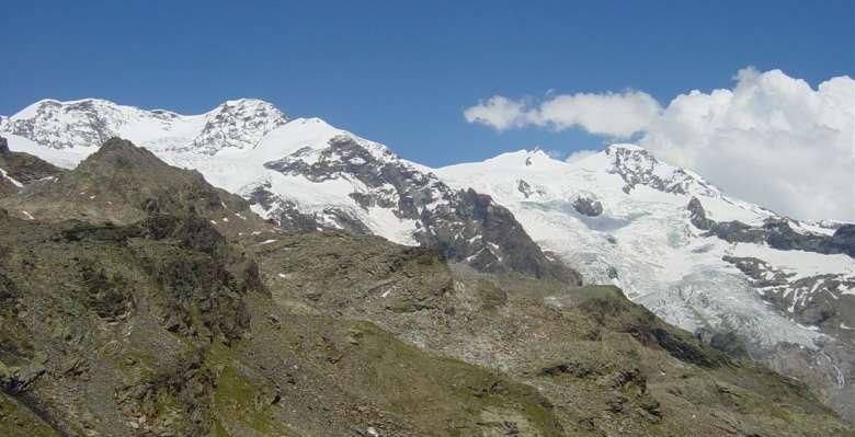 il grandioso panorama che propone la salita al rifugio Quintino Sella, punto dipartenza per il Castore