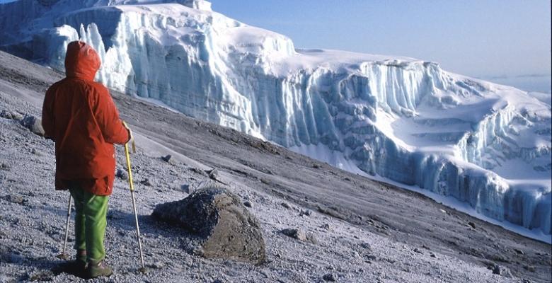 salendo il Kylimangiaro 5.895m.