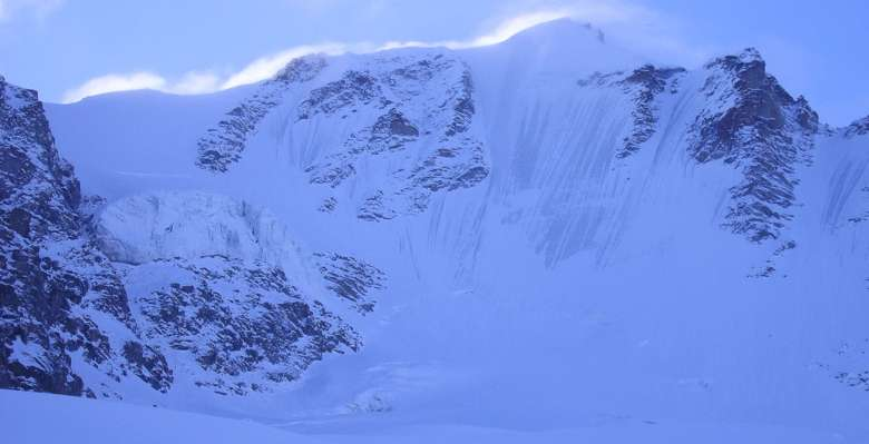 scialpinismo: la parete nord del Gran Paradiso, vista salendo dal rifugio Chabod
