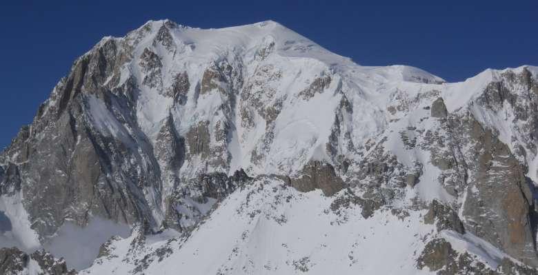 Panorama sul Monte Bianco durante la discesa della la Valleè Blanche